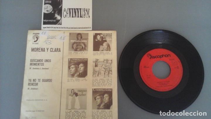 Discos de vinilo: Morena Y Clara ?– Buscando Unos Momentos / Ya No Te Guardo Rencor Single: Discophon ?– S-5380 - Foto 2 - 96482963