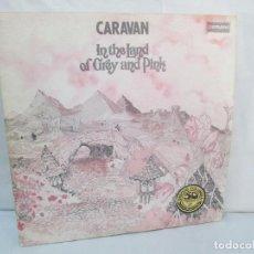 Discos de vinilo: CARAVAN. IN THE LAND OF GREY AND PINK. 2 DISCOS. LP VINILO. COLUMBIA 1976. VER FOTOGRAFIAS. Lote 96631327