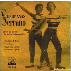 Discos de vinilo: SINGLE - HERMANAS SERRANO - CANTAN EN CATALAN EXITOS INTERNACIONALES.. Lote 97791311