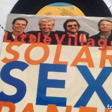 Discos de vinilo: SINGLE (VINILO) DE LITTLE VILLAGE AÑOS 90. Lote 98180319
