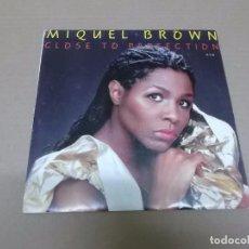 Discos de vinilo: MIQUEL BROWN (SN) CLOSE TO PERFECTION AÑO 1985 - PROMOCIONAL. Lote 98395971
