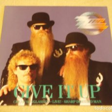 Discos de vinilo: ZZ TOP ( GIVE IT UP - CHEAP SUNGLASSES (LIVE) - SHARP DRESSED MAN ) 1983-1990-GERMANY MAXI45. Lote 98867015