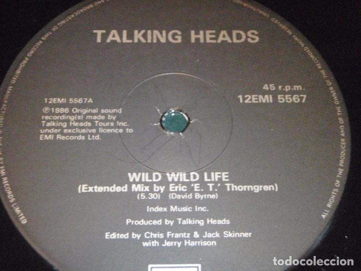 Discos de vinilo: TALKING HEADS ( WILD WILD LIFE 2 VERSIONES - PEOPLE LIKE US ) 1986-ENGLAND MAXI45 EMI - Foto 3 - 98933303