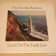 Discos de vinilo: THE DOOBIE BROTHERS ( LIVIN' ON THE FAULT LINE ) USA - 1977 LP33 WARNER BROS RECORDS. Lote 99375047