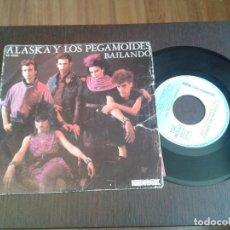Discos de vinilo: DISCO SINGLE ALASKA Y LOS PEGAMOIDES,BAILANDO. Lote 186765393