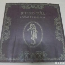 Discos de vinilo: JETHRO TULL (LP) LIVING IN THE PAST AÑO 1970 – DOBLE DISCO CON PORTADA DE CUERO ABIERTA + LIBRETOS . Lote 99816959