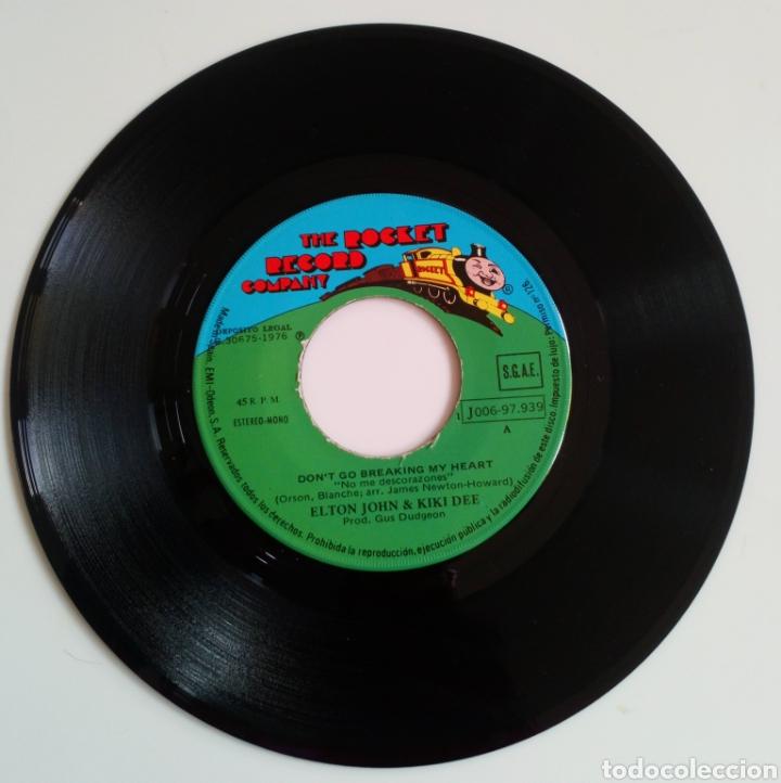 Discos de vinilo: ELTON JOHN & KIKI DEE. DONT GO BREAKING MY HEARTH Y SNOW QUEEN 1976 SINGLE 2 CANCIONES - Foto 3 - 101610483