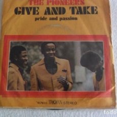 Dischi in vinile: THE PIONEERS - GIVE AND TAKE 1976. Lote 102944351