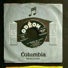 Discos de vinilo: YVES MONTAND (2 SINGLES 1953 ED. FRANCESA) (NUEVOS) - LE GAMIN DE PARIS / GRANDS BOULEVARDS. Lote 103037867