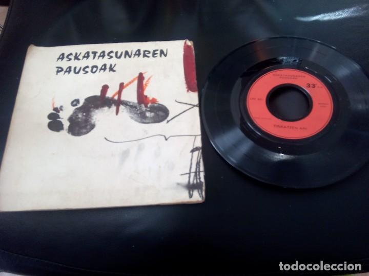 ASKATASUNAREN PAUSOAK / TINKATZEN ARI / EP 33 RPM (Música - Discos de Vinilo - EPs - Country y Folk)