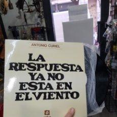 Disques de vinyle: LP ANTONIO CURIEL LA RESPUESTA YA NO ESTÁ EN EL VIENTO DISCO COMO NUEVO. Lote 109740326