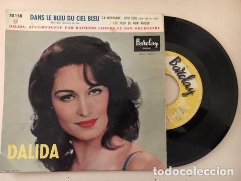 Dans Le Bleu Du Ciel Bleu / Dalida の歌詞 (1917155) - プチリリ