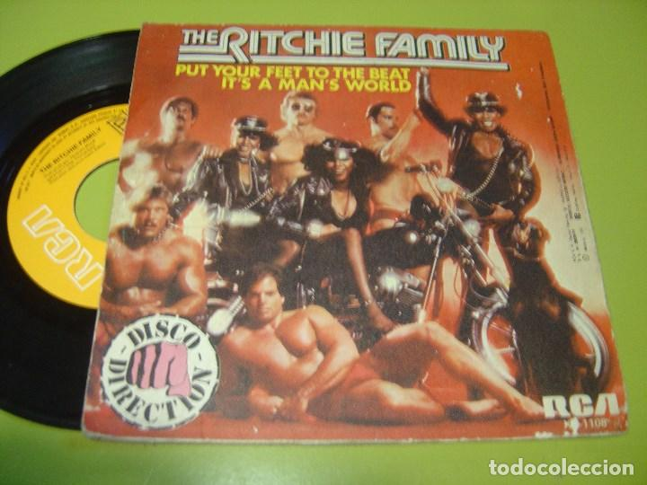 Discos de vinilo: SINGLE 1979 - THE RITCHIE FAMILY - put your feet to the beat + it´s a man´s world - RCA - Foto 2 - 111993303