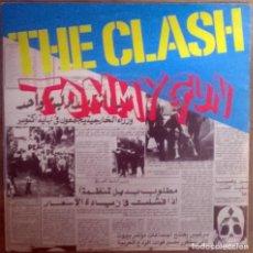 Discos de vinilo: CLASH. TOMMY GUN/ 1-2 CRUSH ON YOU. CBS, UK 1978 SINGLE. Lote 112368703