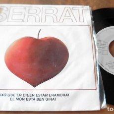 Disques de vinyle: SINGLE - ARIOLA - SERRAT - AIXO QUE DIUEN ESTAR ENAMORAT - EL MON ESTA BEN GIRAT. Lote 113425851