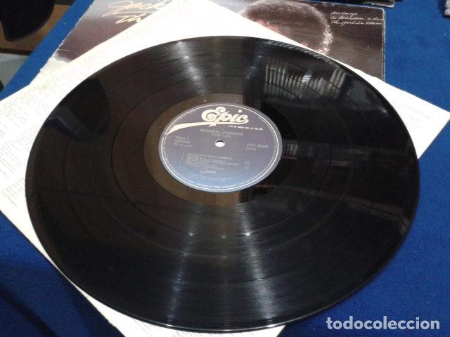 Discos de vinilo: LP VINILO ( MICHAEL JACKSON - THRILLER ) 1982 CBS ESPAÑA DOBLE CARPETA Y ENCARTE CON LAS LETRAS - Foto 7 - 114268475