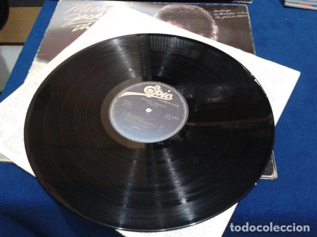 Discos de vinilo: LP VINILO ( MICHAEL JACKSON - THRILLER ) 1982 CBS ESPAÑA DOBLE CARPETA Y ENCARTE CON LAS LETRAS - Foto 8 - 114268475