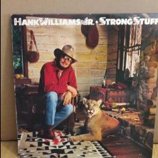 Discos de vinilo: HANK WILLIAMS JR / STRONG STUFF / LP - WARNER BROS - 1983 / MBC. ***/***. Lote 114809871