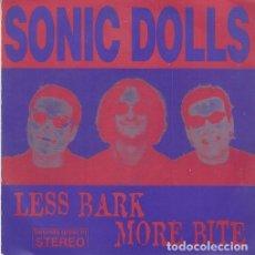 Discos de vinilo: SONIC DOLLS - LESS BARK MORE BITE - SINGLE PUNK DE VINILO. Lote 115021431