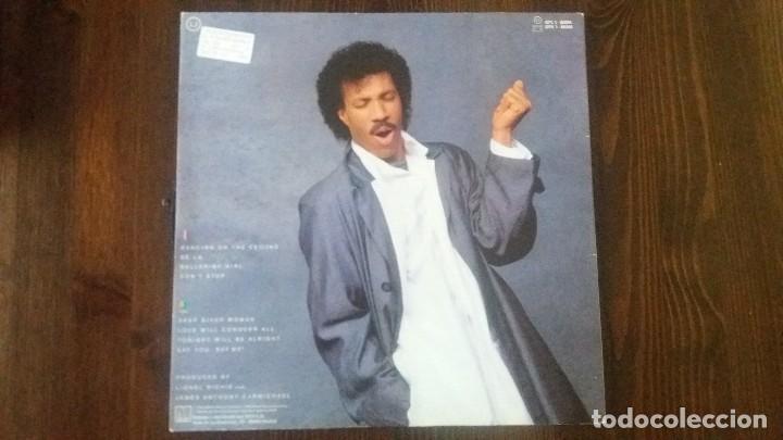 Discos de vinilo: LIONEL RICHIE - DANCING ON THE CEILING LP - ORIGINAL ESPAÑOL - MOTOWN 1986 - Foto 2 - 117632027