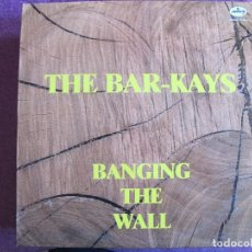 Disques de vinyle: LP - THE BAR-KAYS - BANGING THE WALL (SPAIN, MERCURY RECORDS 1985). Lote 120704567