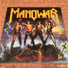 Discos de vinilo: MANOWAR -FIGHTING THE WORLD- (1987) LP DISCO VINILO. Lote 118588591