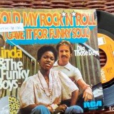 Discos de vinilo: SINGLE (VINILO) DE LINDA & THE FUNKY BOYS AÑOS 70. Lote 118801611
