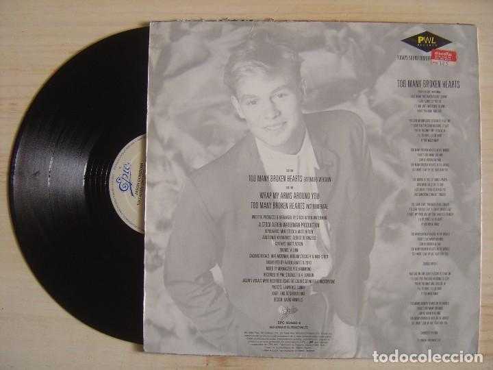 Discos de vinilo: JASON DONOVAN - TOO MANY BROKEN HEARTS - MAXISINGLE 45 - ESPAÑOL 1989 - EPIC - Foto 2 - 118824135
