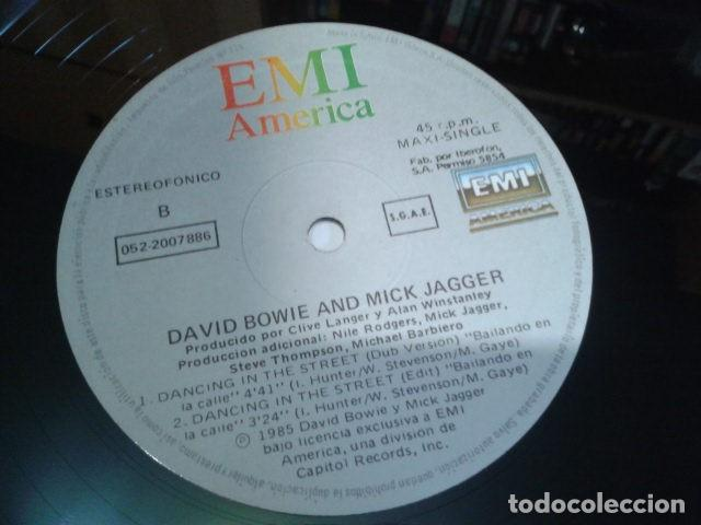 Discos de vinilo: VINILO MAXI SINGLE 45 RPM DAVID BOWIE & MICK GAGGER ( DANCING IN THE STREET ) 1985 EMI ESPAÑA - Foto 5 - 119237047