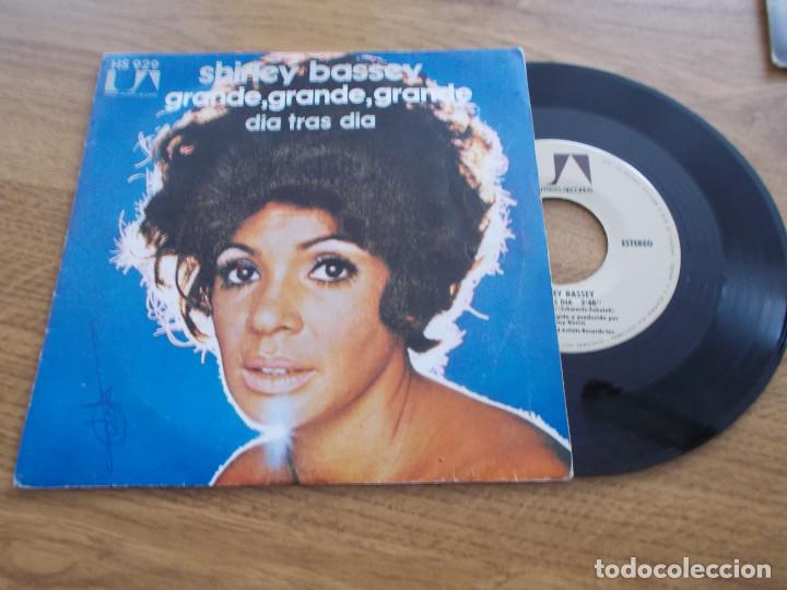 SHIRLEY BASSEY. GRANDE,GRANDE,GRANDE. DIA TRAS DIA (Música - Discos - Singles Vinilo - Funk, Soul y Black Music)