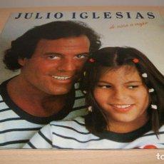 Discos de vinilo: JULIO IGLESIAS - DE NIÑA A MUJER .-LP- 1981 ..CARPETA ABIERTA CON LETRAS CANCIONES. Lote 119587003