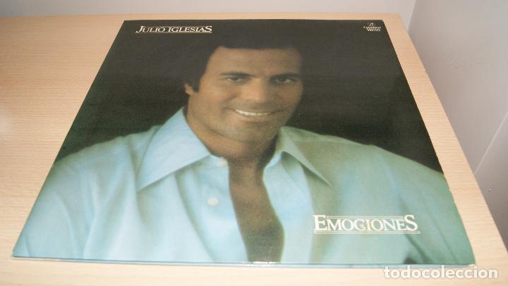 JULIO IGLESIAS LP EMOCIONES PORTADA DOBLE CON LETRA DE CANCIONES - COLUMBIA 1978 SPA (Música - Discos - LP Vinilo - Solistas Españoles de los 70 a la actualidad)