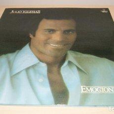 Discos de vinilo: JULIO IGLESIAS LP EMOCIONES PORTADA DOBLE CON LETRA DE CANCIONES - COLUMBIA 1978 SPA. Lote 119587071