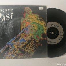 Discos de vinilo: JETHRO TULL - LIVING IN THE PAST. Lote 120119290