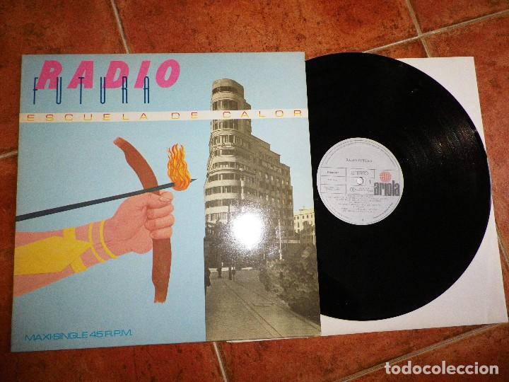 RADIO FUTURA ESCUELA DE CALOR / UN AFRICANO POR LA GRAN VIA MAXI SINGLE VINILO 1984 SANTIAGO AUSERON (Música - Discos de Vinilo - Maxi Singles - Grupos Españoles de los 70 y 80)