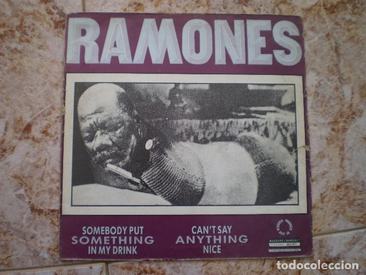 Discos de vinilo: MAXI 12 PULGADAS. RAMONES. SOMETHING TO BELIEVE IN +2. AÑO 1986. ENCARTE - Foto 2 - 121001679