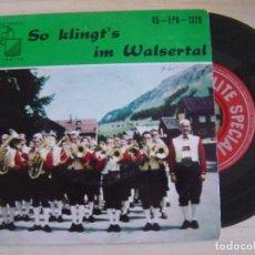 Discos de vinilo: SO KLINGT´S IM WALSERTAL - ES SPIELT DIE TRACHTEN-KAPELLE RIEZLERN - SINGLE SUIZO - ELITE SPECIAL. Lote 121164647