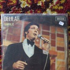 Discos de vinilo: SINGLE TOM JONES- DELILAH, SMILE, 1967.. Lote 121321156