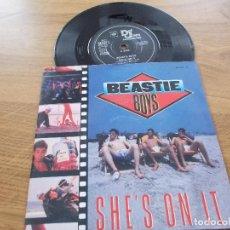 Discos de vinilo: BEASTIE BOYS. SHE´S ON IT.. Lote 121745659