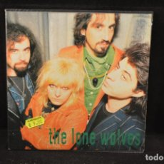 Discos de vinilo: THE LONE WOLVES - WART / ATTACK OF THE FINGERPUPPETS - SINGLE. Lote 121997407