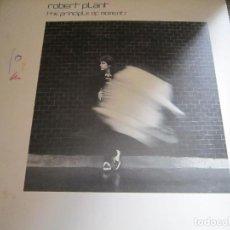 Discos de vinilo: ROBERT PLANT - THE PRINCIPLE OF MOMENTS LP - ORIGINAL U.S.A. - WARNER 1983 CON FUNDA INT. ORIGINAL -. Lote 122094051