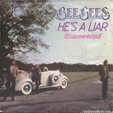 Discos de vinilo: BEE GEES / ES UN MENTIROSO / + VERSION INSTRUMENTAL (SINGLE 1981). Lote 122164023