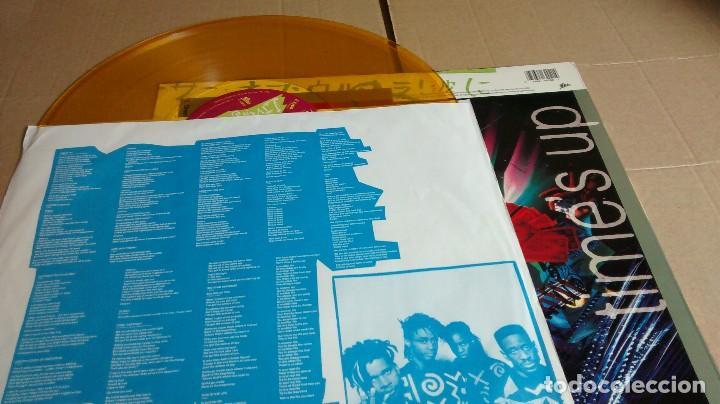 Discos de vinilo: LIVING COLOUR - TIME´S UP - EDICIÓN VINILO AMARILLO - Foto 6 - 122794923