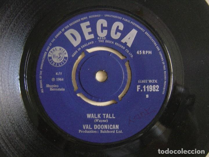VAL DOONICAN - WALK TALL + ONLY THE HEARTACHES - SINGLE 1964 - DECCA (Música - Discos - Singles Vinilo - Country y Folk)