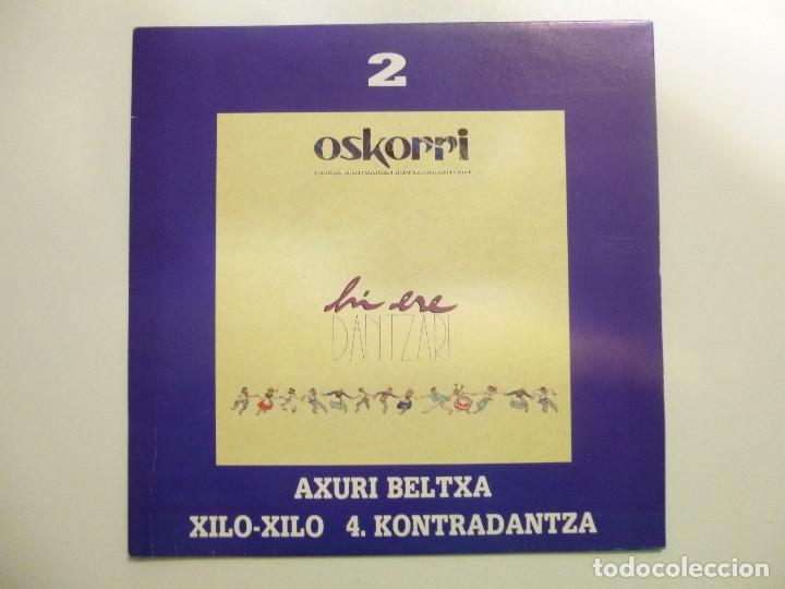 Discos de vinilo: Oskorri lote de 2 Single Hi ere dantzari año 1991 Elkar Buen estado - Foto 4 - 123059711
