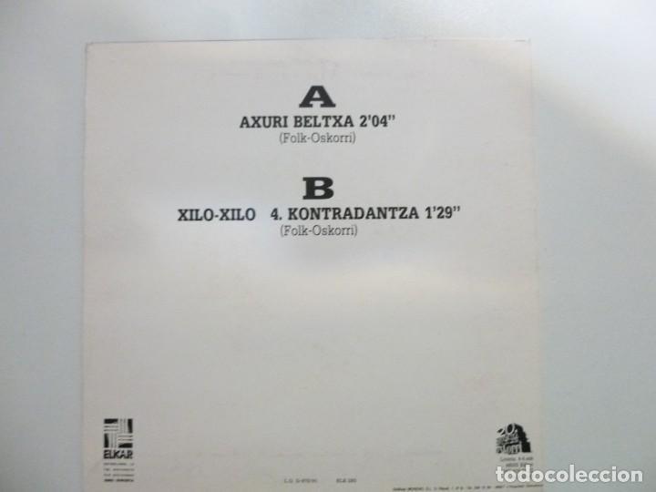 Discos de vinilo: Oskorri lote de 2 Single Hi ere dantzari año 1991 Elkar Buen estado - Foto 5 - 123059711