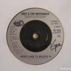 Discos de vinilo: MIKE & THE MECHANICS - OVER MY SHOULDER + SOMETHING TO BELIEVE IN - SINGLE UK 1995 - VIRGIN. Lote 123379363