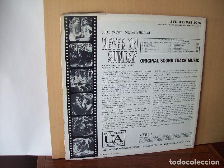 Discos de vinilo: NEVER ON SUNDAY - BANDA SONORA ORIGINAL - LP 1960 MADE IN USA CARPETA USADA Y COMO VIEJA - Foto 2 - 124411603