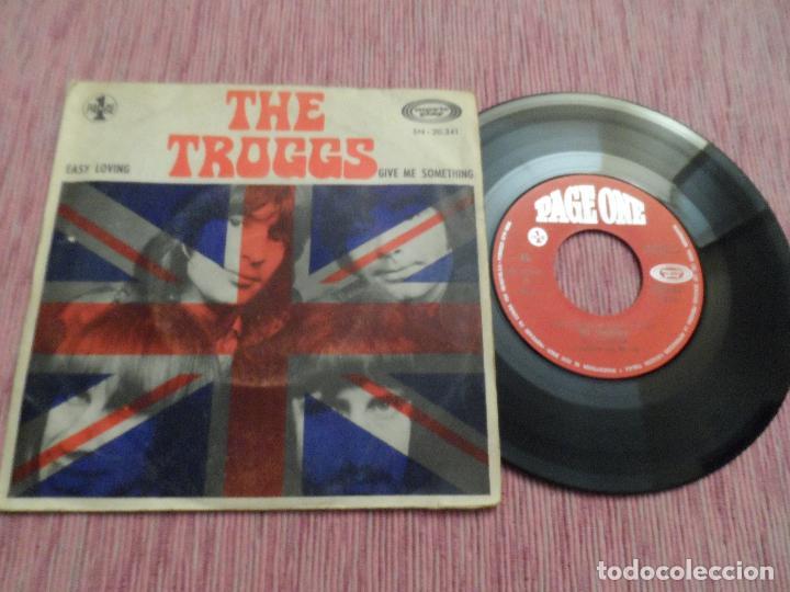 THE TROGGS - EASY LOVING / GIVE ME SOMETHING (Música - Discos - Singles Vinilo - Pop - Rock Extranjero de los 50 y 60)