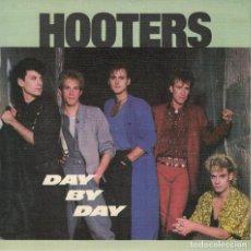 Discos de vinilo: HOOTERS - DAY BY DAY / SOUTH FERRY ROAS (SINGLE ESPAÑOL, CBS 1985). Lote 125262195